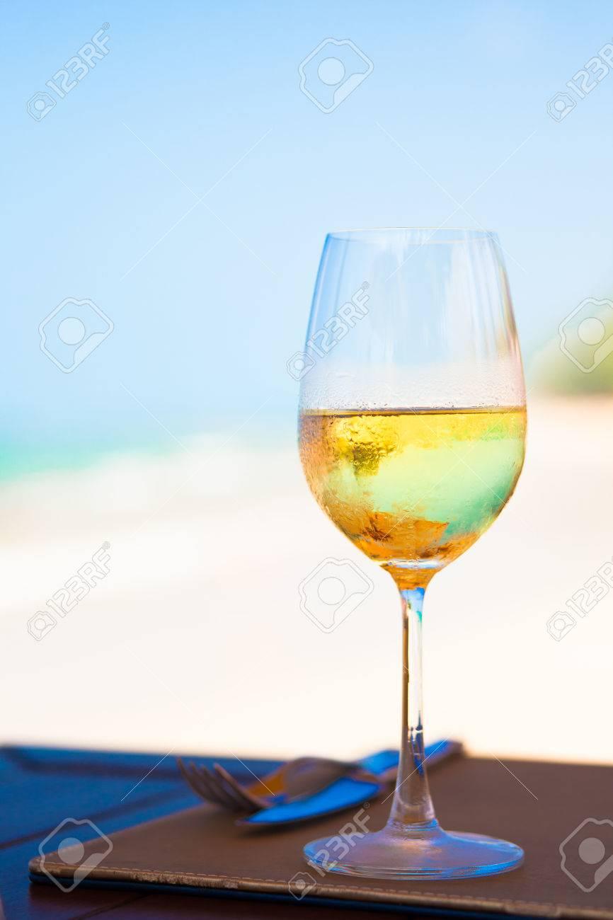 verre de vin blanc frais