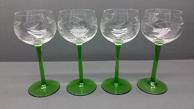 verre à vin blanc avec pied vert