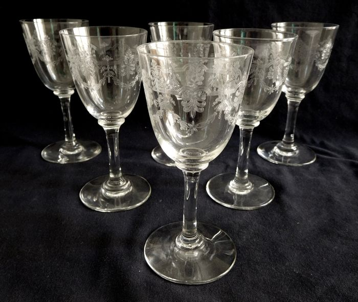 verre à vin en cristal gravé