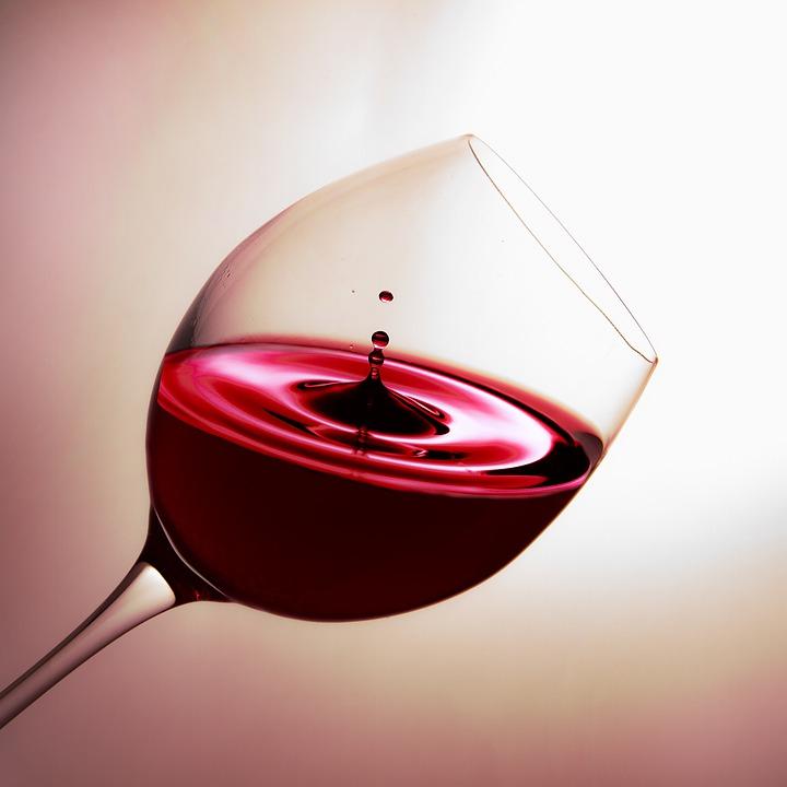 verre a vin goutte rouge
