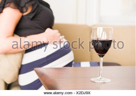 verre de vin rouge enceinte