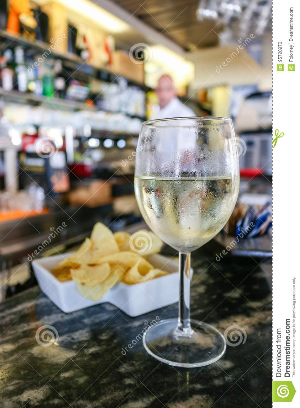 verre de vin blanc en italien