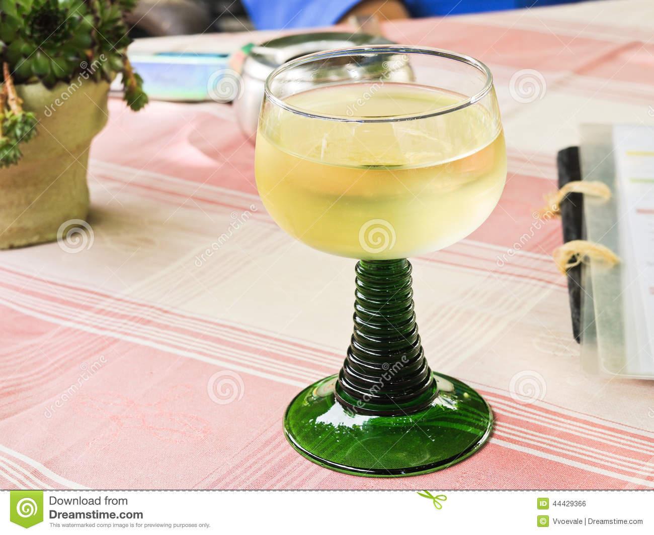 verre de vin blanc en allemand