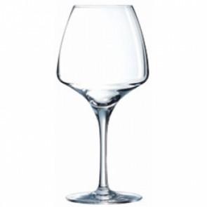 un verre à vin rouge