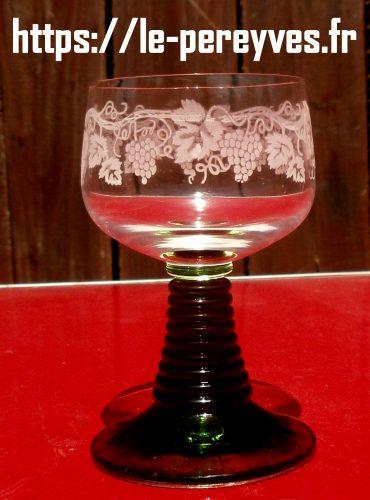 verre à vin d'alsace pied torsadé